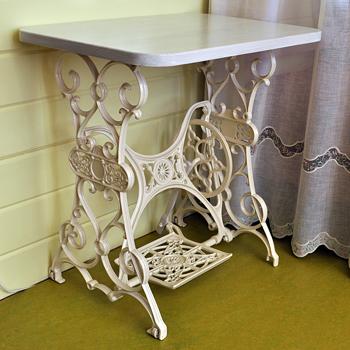 Стол из старой швейной машинки Зингер