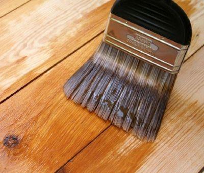 Покрытие древесины лаком