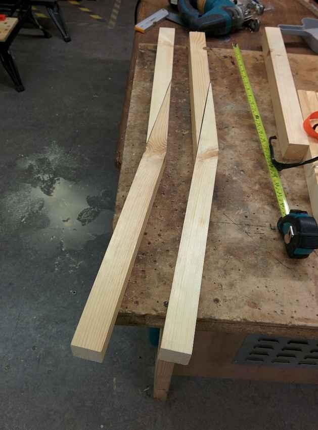 Соединение деталей спинки и ножек стула