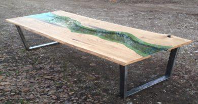Фото стола в стиле лофт из двух продольных спилов