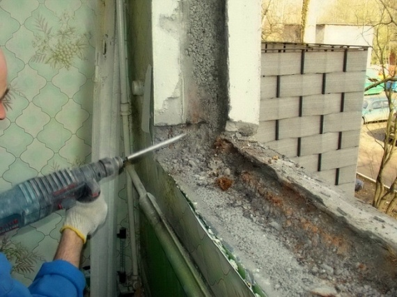 Расширение боковых проёмов в бетонных стенах