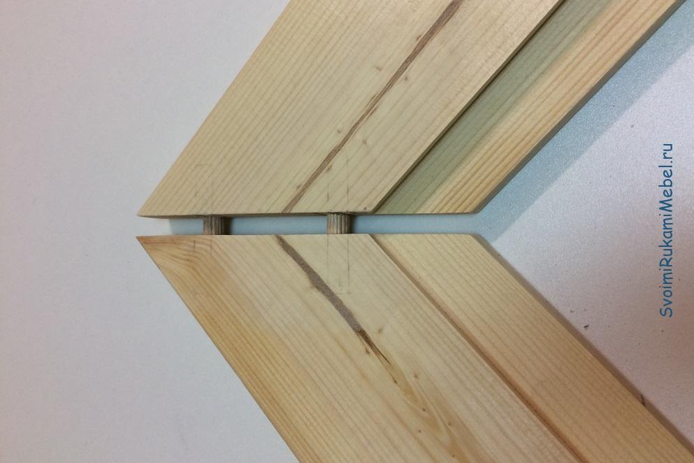 Примерка деталей для углового соединения на шпунт перед склейкой