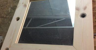 Фото готового гримерного зеркала из массива сосны