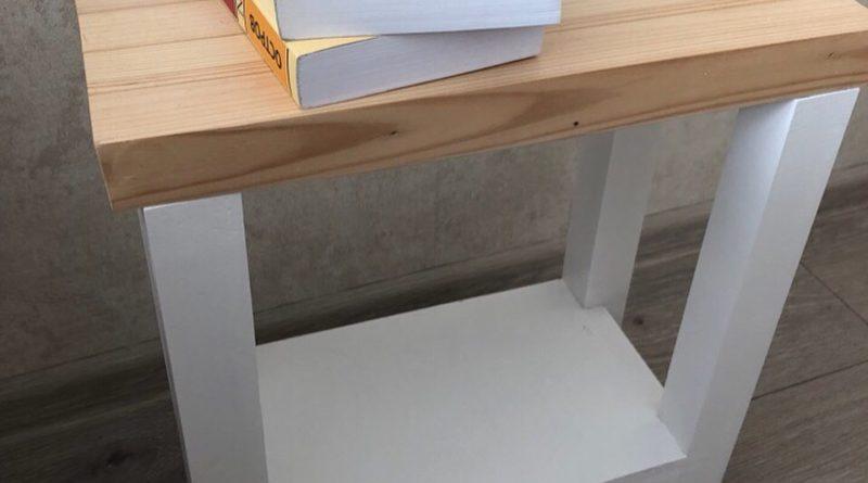 Готовый прикроватный столик из массива сосны белого цвета