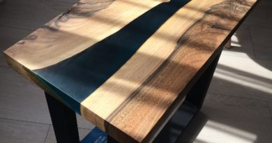 Прикроватный столик из слэба грецкого ореха в стиле лофт